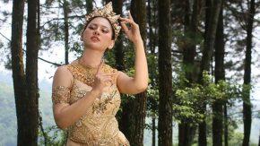 Resty Ananta Mengemas Dangdut Dengan Sinden Anomali
